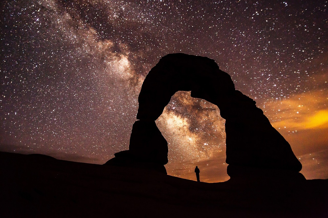 The Delicate Arch at nighttime in Arches National Park