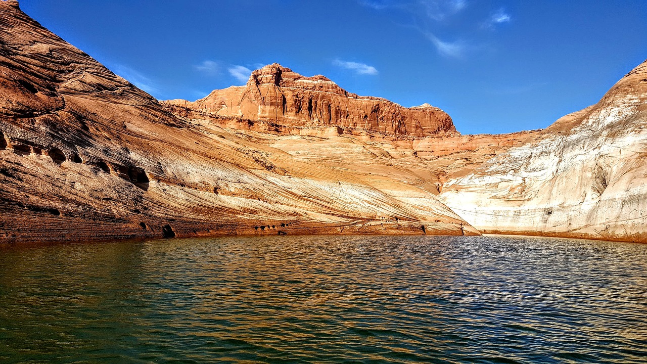 Lake Powell in St. George, Utah blue water with orange red rock surroundings